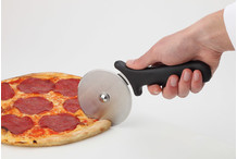 Pizza wheel handle with guard
